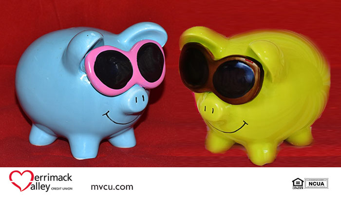 Two smiling piggy banks